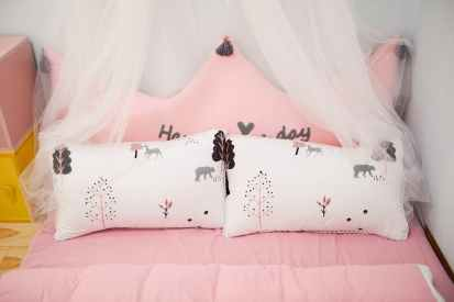 kids bedroom decor | neveralonemom.com