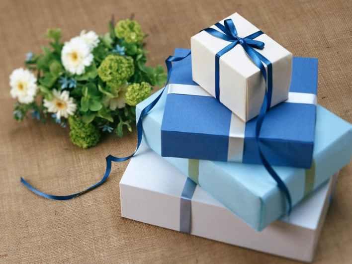Blue gift boxes | neveralonemom.com