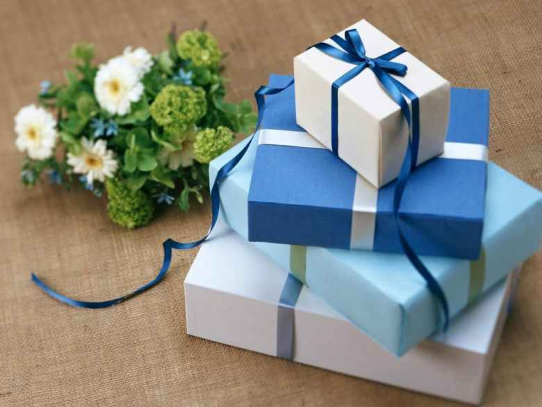 Blue gift boxes | neveralonemom.com