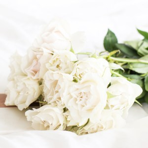 wedding flowers, roses, married | neveralonemom.com