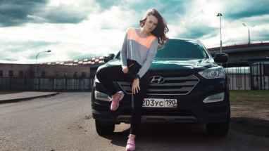 Women and Hyundai car | neveralonemom.com