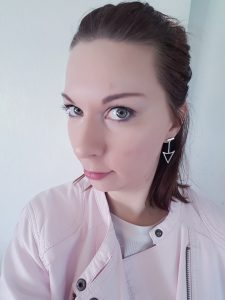 Amazon fashion triangle earrings |neveralonemom.com