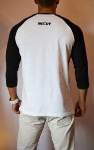 TB0366 camiseta beisbolera blanca y negra manga 3:4 trasera