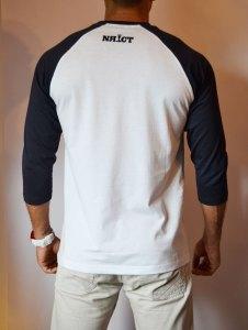 TB0366 camiseta beisbolera blanca y navy manga 3:4 trasera