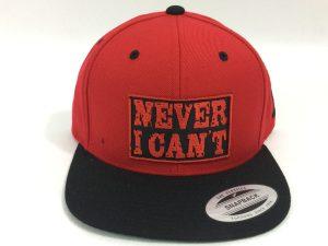 Gorra de moda Never I Can't roja y negra parche negro letras rojas
