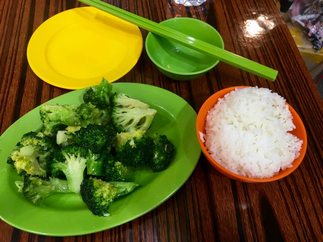 Kowloon Day 1 | Garlic Broccoli and steamed rice for dinner | Never to old to travel | Gary House