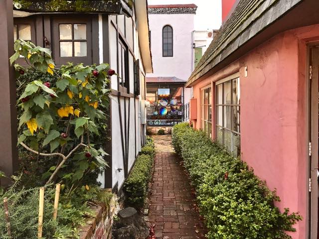 42 Amazing Courtyards & Passageways to Discover in Carmel
