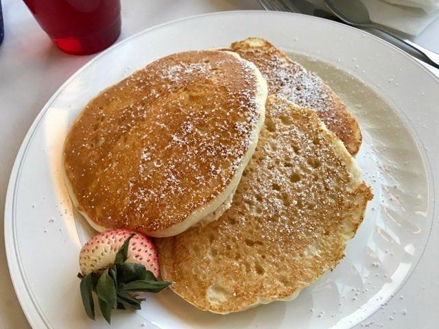 Amtrak dining car breakfast | NevertoOldtoTravel.com | Gary House