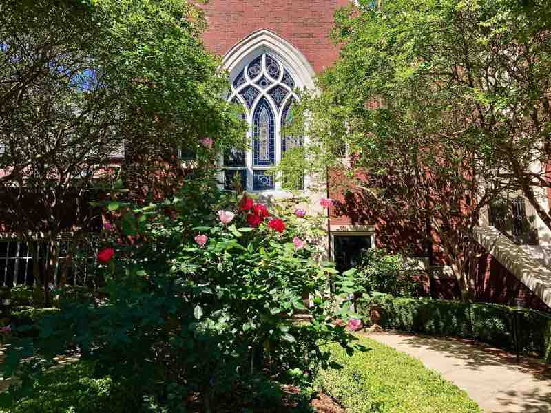 First Presbyterian Church Yard | nevertooldtotravel.com | Gary House
