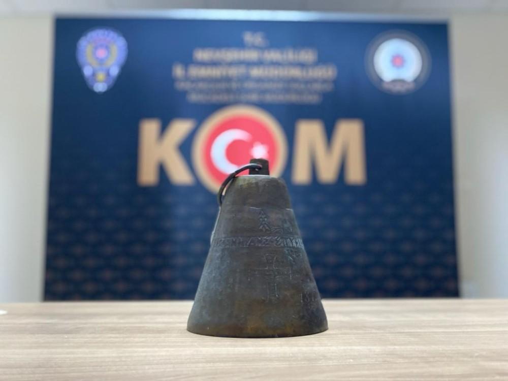 Nevşehir'de 100 yıllık tarihi çan ele geçirildi