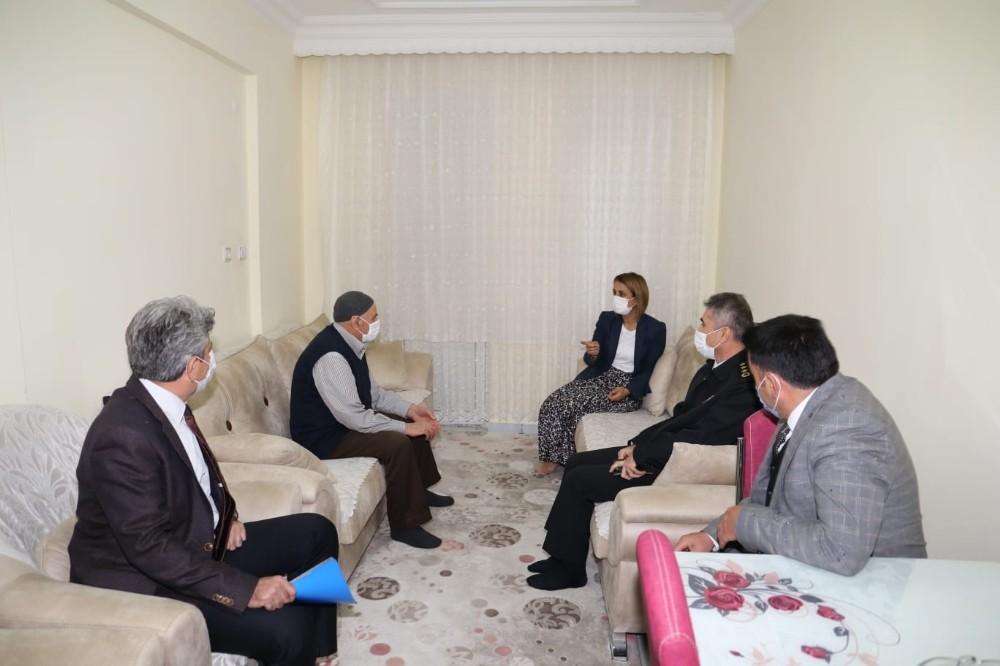 Vali Becel, şehit ailesi ve gazi ziyaretinde bulundu