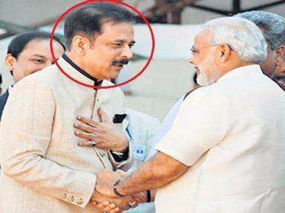 Sahara Subrato Roy with Modi