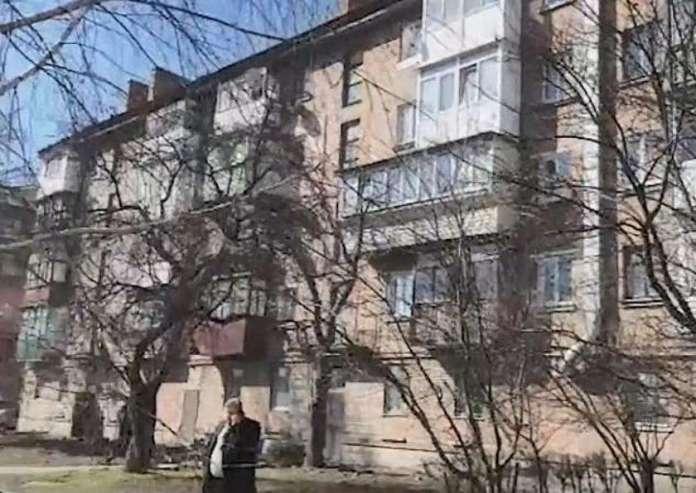 महिला इसी फ्लैट में रहती थी