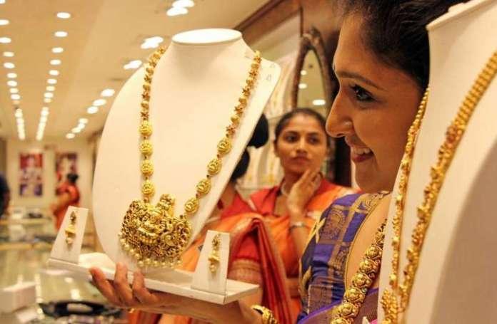 दो दिनों में सोना 725 रुपए प्रति दस ग्राम सस्ता, चांदी में भी गिरावट