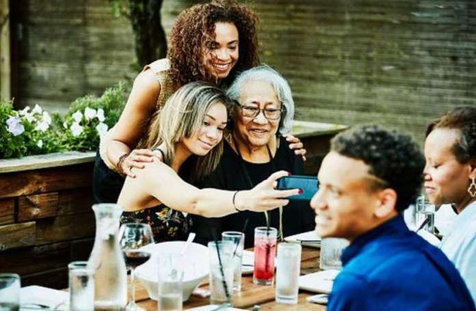 FITNESS MANTRA : बुजुर्गों को मानसिक, शारीरिक मजबूती देता फैमिली सपोर्ट
