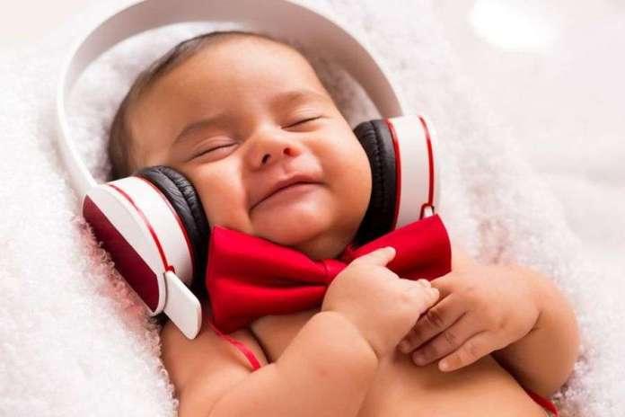 अपना पसंदीदा संगीत सुनने के हैं ये 5 फायदे