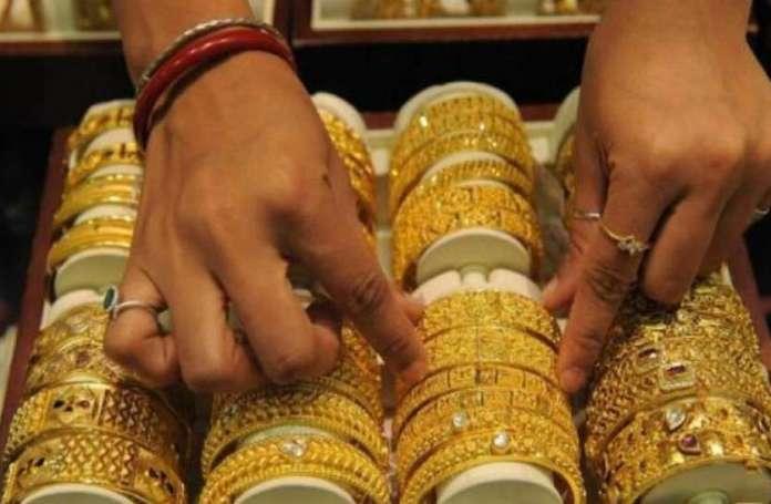 सोने के दाम में 90 रुपए की गिरावट, चांदी की कीमत में लगातार तीसरे दिन लुढ़की