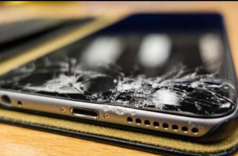 The screen will not break even after falling on the ground, if it is broken then it will fix itself