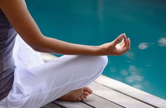 Yoga For Lungs: फेफड़ों को मजबूत बनाए रखने के लिए कारगर हैं ये योगासन