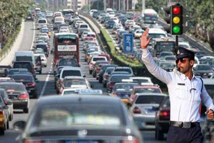 Heavy Traffic In Bhopal - न गाड़ियां, न पुलिस, MP के बड़े शहरों में जाम  लगने के ये हैं 10 कारण | Patrika News