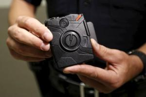 LAPD information technology bureau officer Jim Stover demonstrates the use of the body camera during a media event displaying the new body cameras to be used by the Los Angeles Police Department in Los Angeles, California August 31, 2015. REUTERS/Al Seib/Pool