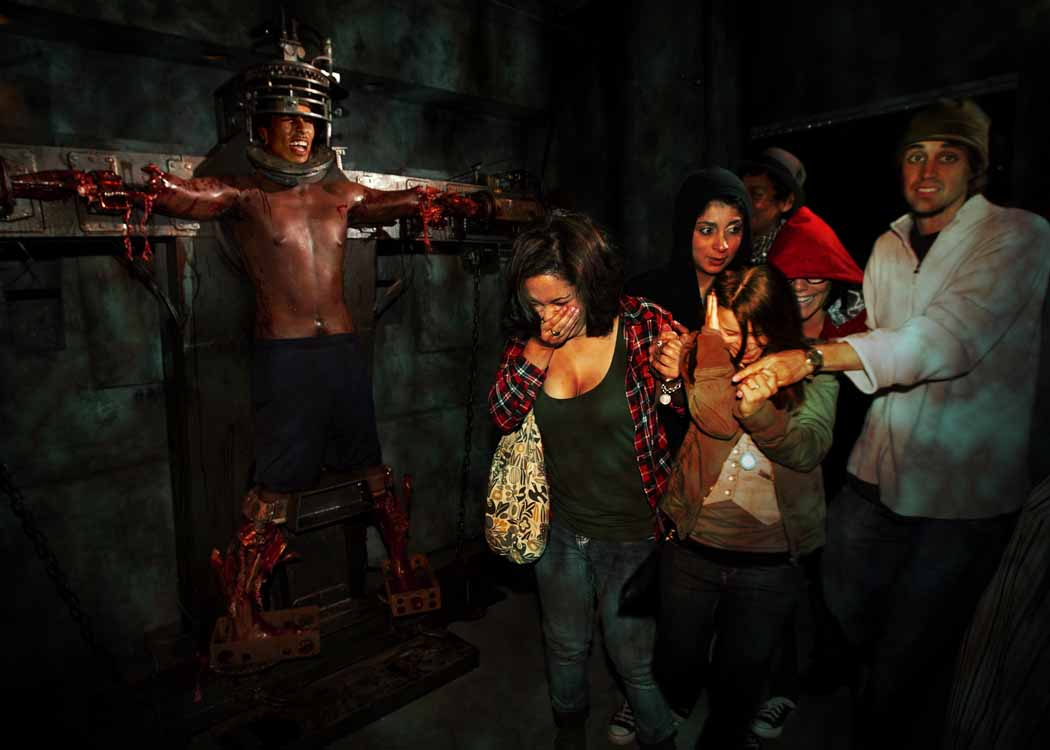 5 ways to not be the jerk at halloween horror nights this year