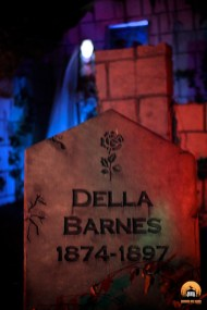 Mourning Rose Manor 2013: Della Barnes Gravestone