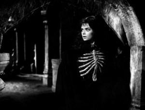 Black Sunday 1960 Barbara Steele with skeleton chest