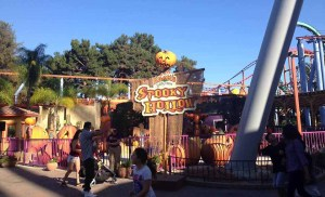Knotts Spooky Farm 2015 Spooky Hollow Maze 4