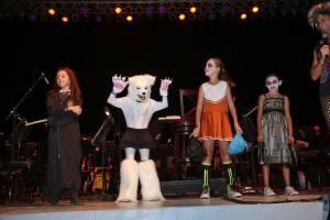 Kolk with costumed contestants