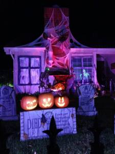 haunted-grounds-2016-pumpkins-talking