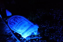 casa-creepy-gravestone