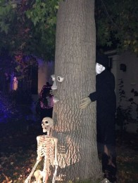 forgotten-hollows-figure-holding-tree