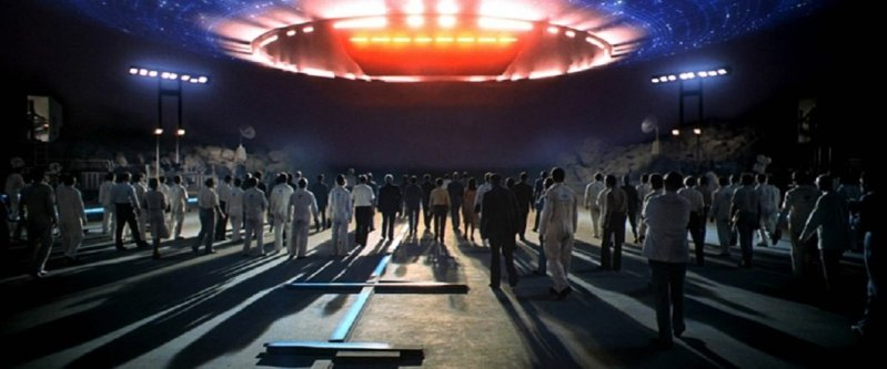 Close Encounters of the Third Kind (1977) mothership above scientists