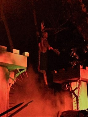 Los Angeles Haunted Hayride 2017 ghoul above gate