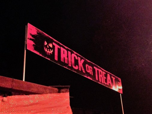 Los Angeles Haunted Hayride 2017 trick or treat entrance
