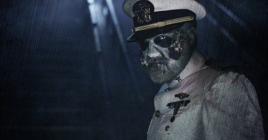 Queen Mary Dark Harbor staircase_captain_2330