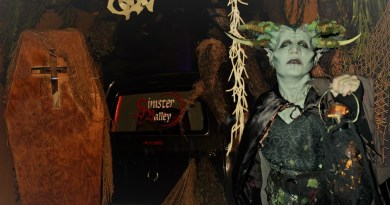 Field of Screams Sinister Valley 2018 coffin and demon