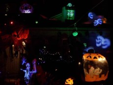 Spooky Saloma 2018 yard display