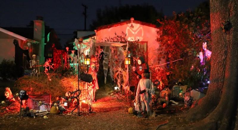 Catastrophe Cabin Glendale Halloween yard haunt 2019