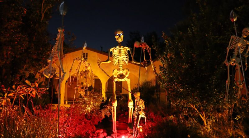 Skeleton King Monrovia yard haunt