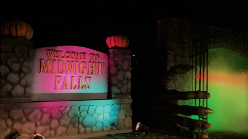 LA Haunted Hayride 2020 01 Midnight Falls review