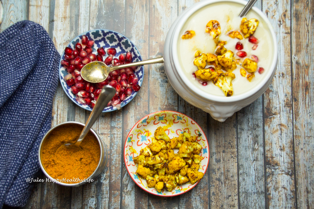 Blumenkohl Weisswein Suppe mit Granatapfelkernen und scharfem Blumenkohl