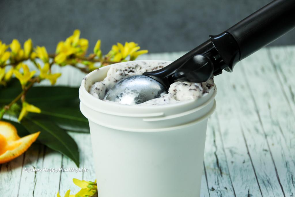 Rezept für vegane Tonka Bohnen Stracciatella Eiscreme