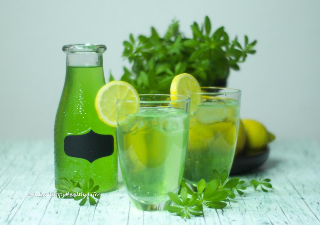 Rezept für zuckerfreien Waldmeistersirup und Waldmeister Limonade