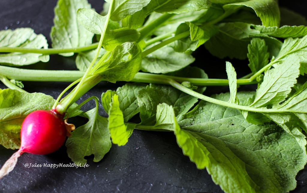 Statt wegschmeißen lieber verwerten - Veganes Radieschenblätter Pesto