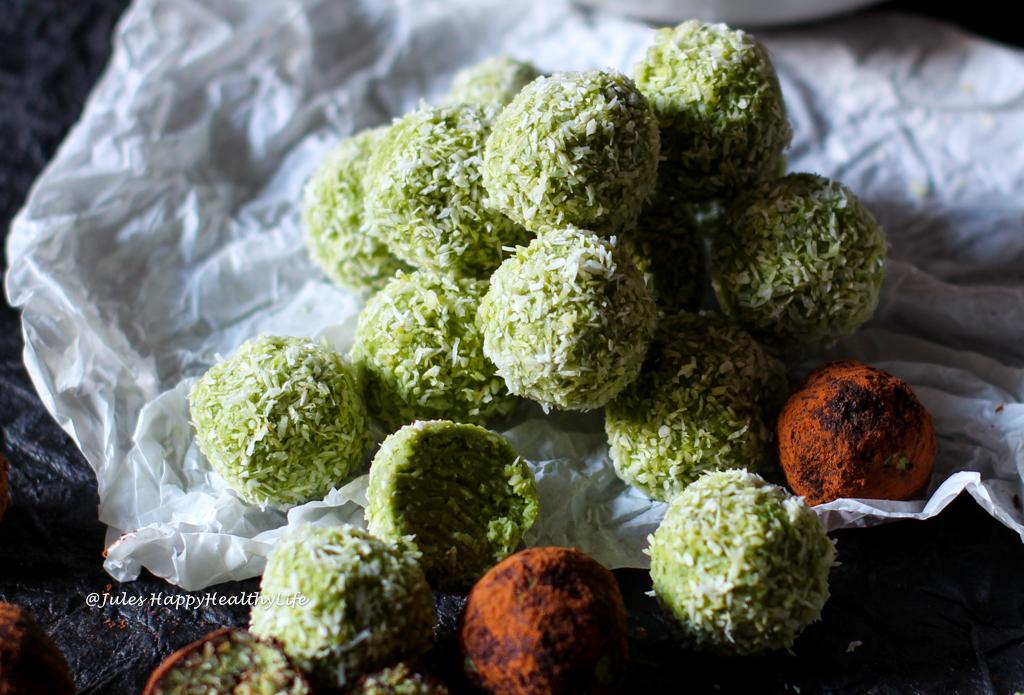 Rezept für einen veganen Snack - Kokosnuss Matcha Kugeln