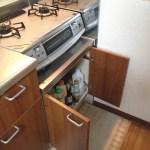 キッチン・コンロ下収納~通路を確保