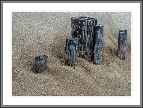 Pfosten am Strand