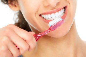 Is It Safe To Use Whitening Toothpaste Everyday – 2021 Guide